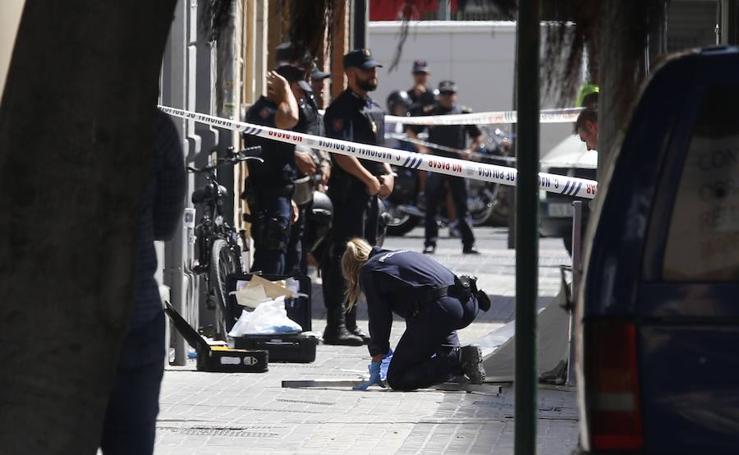 Fotos del apuñalamiento mortal de un policía en la calle Sueca de Valencia