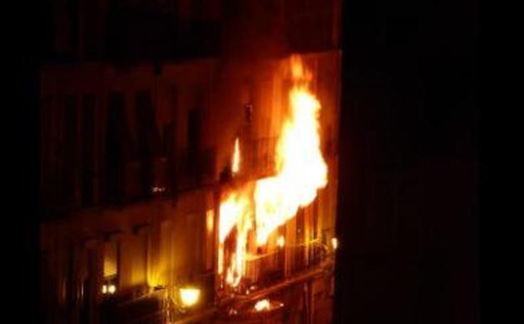 Fotos del incendio en la avenida del Puerto de Valencia