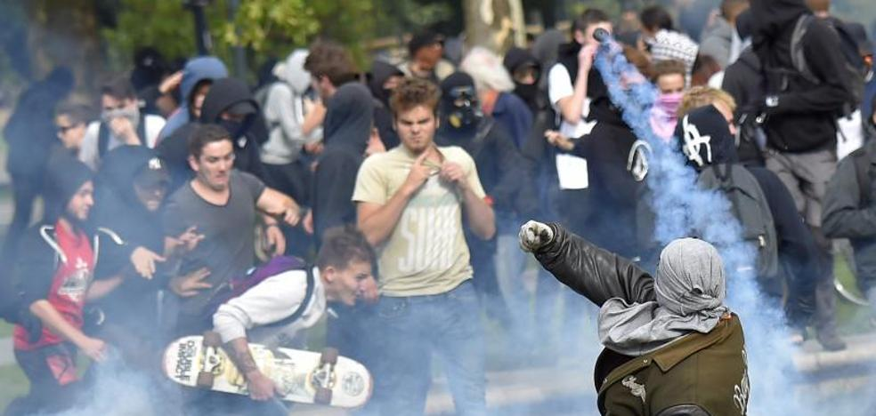 El Gobierno francés se reafirma en su reforma laboral pese a las protestas