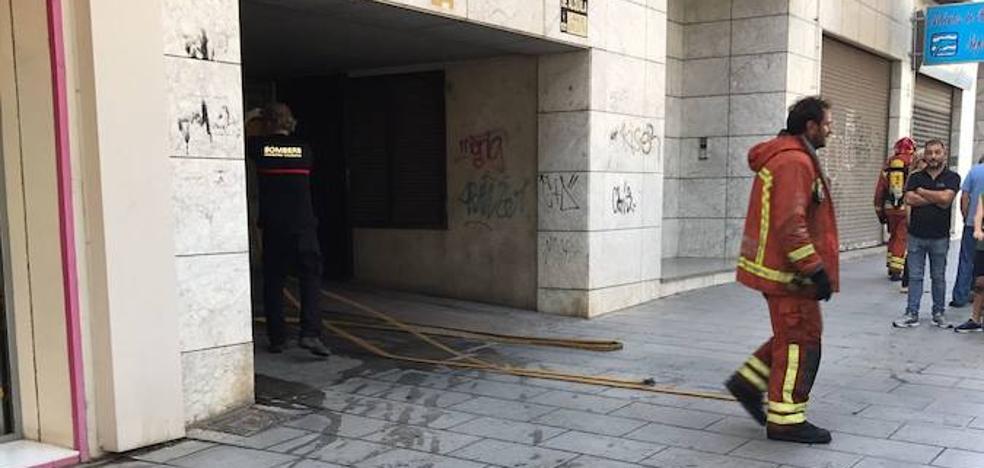 Se incendia un garaje próximo a una gasolinera en Catarroja