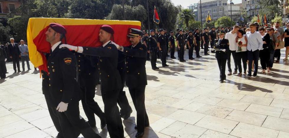 La Policía despide a Blas Gámez en un emotivo funeral
