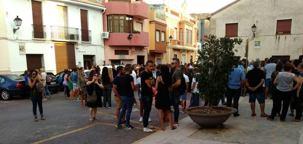Centenares de personas despiden con una misa en Xeraco a Albert, el peluquero asesinado en Ruzafa