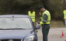 Circula por Vinaròs con una carabina ilegal cargada con 10 cartuchos y un silenciador en el coche