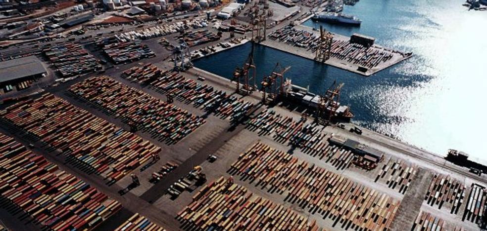 Bruselas quiere limitar la inversión extranjera tras las compras de la china Cosco en Europa