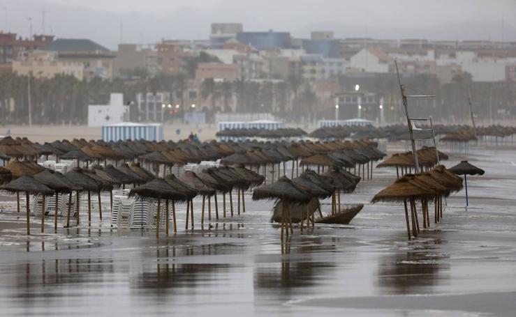 Fotos de la playa de la Malvarrosa inundada