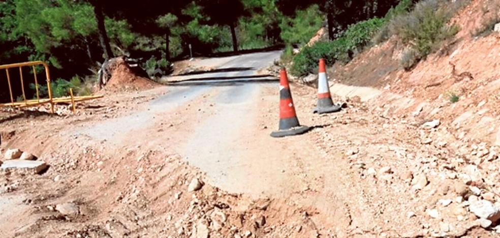 Una carretera de evacuación de Cortes se hunde tres veces en nueve meses