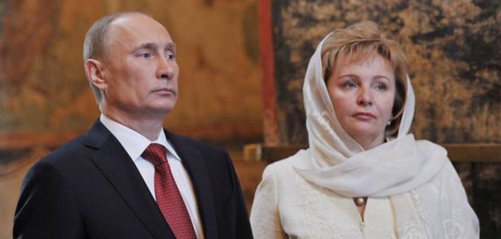 Parada la casa de la ex de Putin