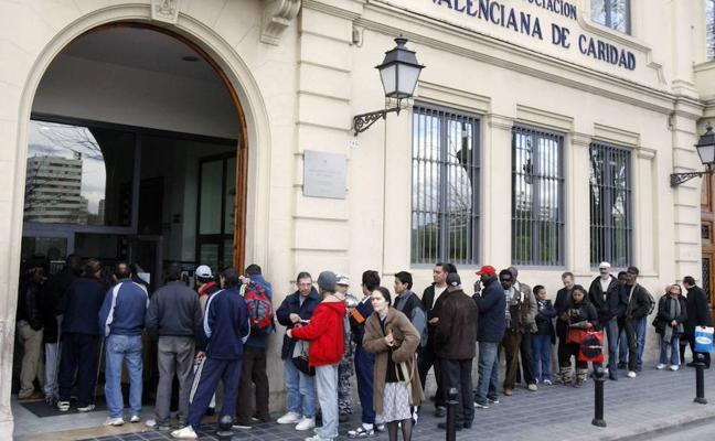 Crece un 8% los españoles que piden ayuda a Casa Caridad