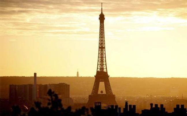 Empiezan a construir un muro antibalas en torno a la Torre Eiffel de París