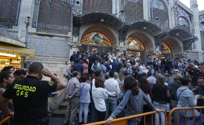 La fiesta en los mercados se reparte en diez contratos a dedo por 178.000 euros