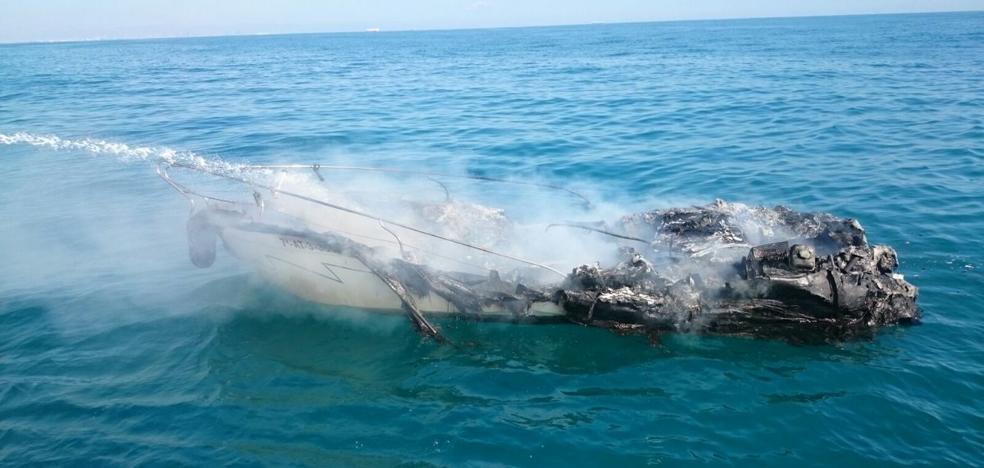 Rescatan al tripulante de un embarcación que se hundió frente a El Perelló