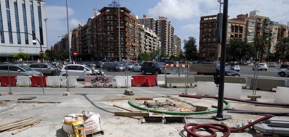 El entorno del Parque Central de Valencia se asfalta tras un año de atascos y quejas vecinales
