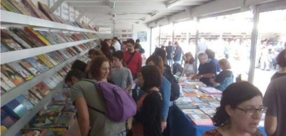 Los libros en catalán vuelven por segundo año a la Plaza del Ayuntamiento de Valencia en la Plaça del Llibre