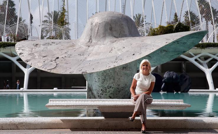 Fotos de 'La Pamela' de Manolo Valdés, nuevo icono de la Marina de Valencia