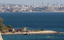 Rescatan a los tripulantes de una embarcación de recreo averiada en El Campello