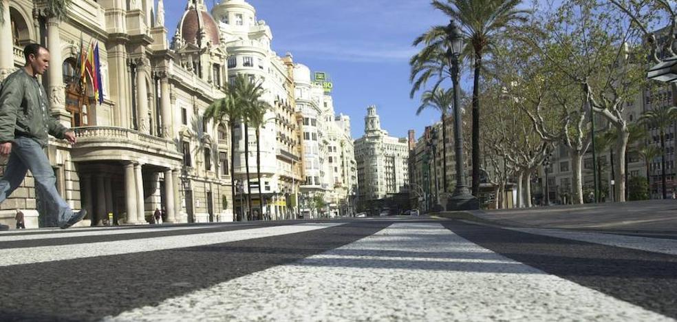 La Plaza del Ayuntamiento de Valencia, cerrada al tráfico el viernes y el sábado por la tarde