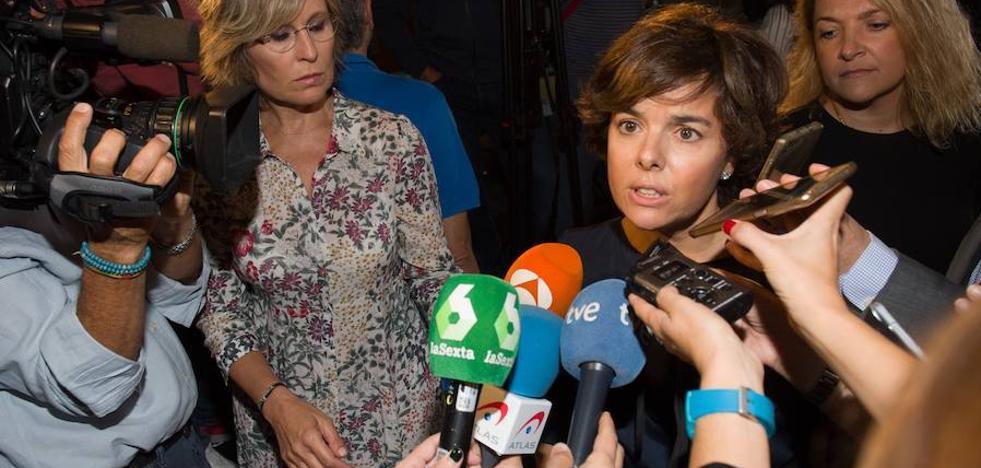 Sáenz de Santamaría reclama que acabe el acoso en Cataluña