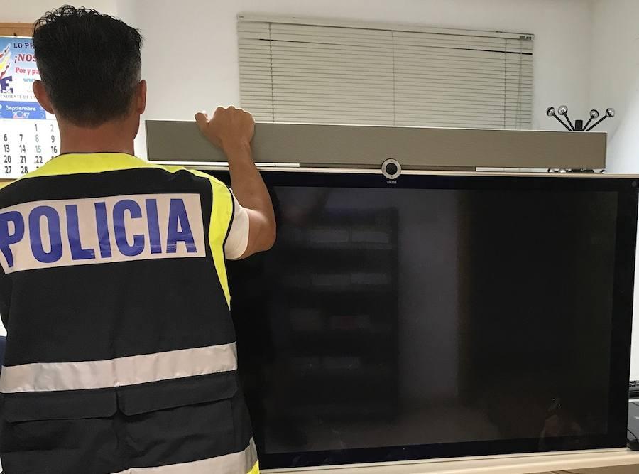 Detenido el trabajador de un centro comercial de Alzira por estafar en la venta de televisores a bajo coste