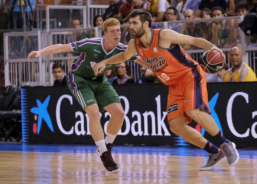 Estas son las mejores imágenes de la semifinal de la Supercopa entre el Valencia Basket y el Unicaja Málaga