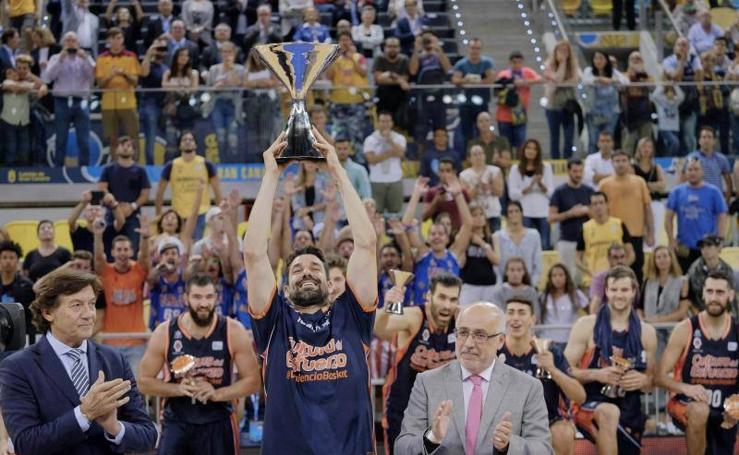 Fotos de la celebración del Valencia Basket como campeón de la Supercopa