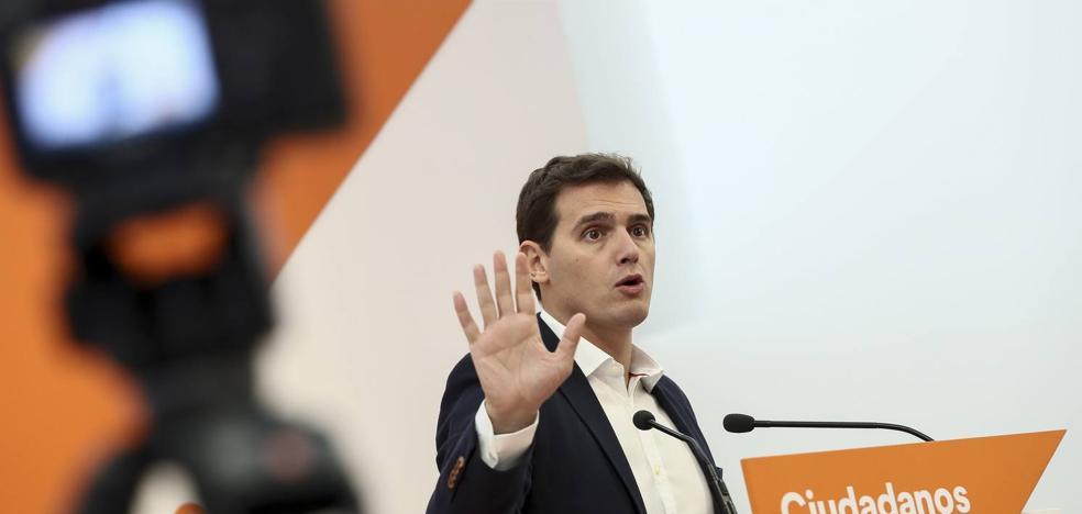Rivera traslada todo su apoyo a Rajoy para parar el golpe a la democracia