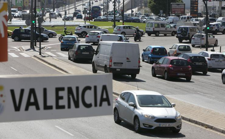 Fotos del tráfico en los accesos a Valencia