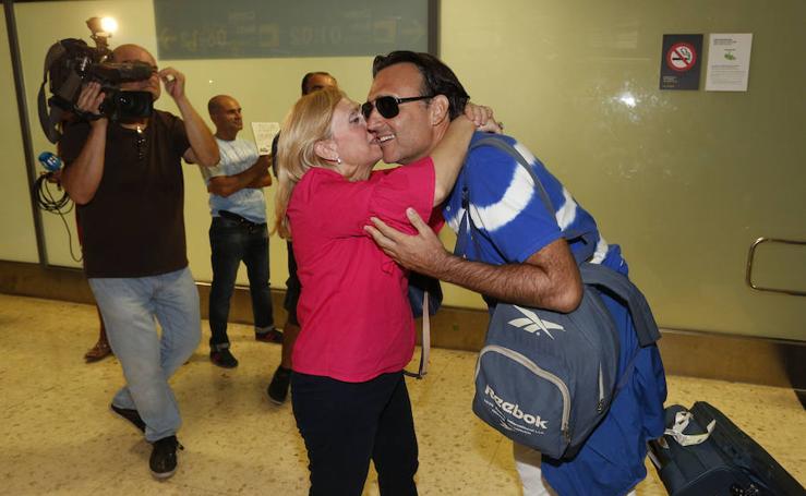 Fotos de la llegada del valenciano rescatado en Dominica tras el paso del huracán María