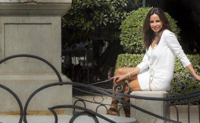 Carmen Alcayde: «Me preocupa pasar de los cincuenta y pico y dejar de ser una chica mona»