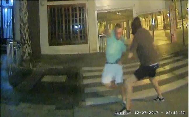 Detenido por atracar a un hombre con un gran cuchillo y un calzoncillo en la cabeza