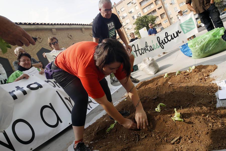 Fotos de la protesta del colectivo 'Per l'Horta' para recuperar los terrenos de la ZAL