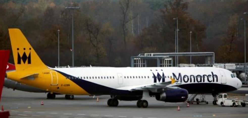 Doce aeropuertos españoles, afectados por la quiebra de la línea de bajo coste Monarch Airlines
