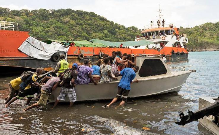 Fotos de la evacuación en Vanuatu por la erupción del volcán Manaro Voui