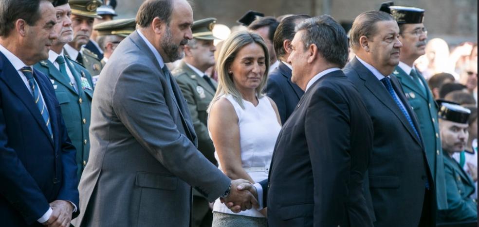 El director de la Guardia Civil denuncia el «acoso intolerable» de los agentes desplazados a Cataluña
