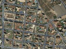 Una banda agrede a vendedores de droga rivales con bates y puños americanos en Benidorm