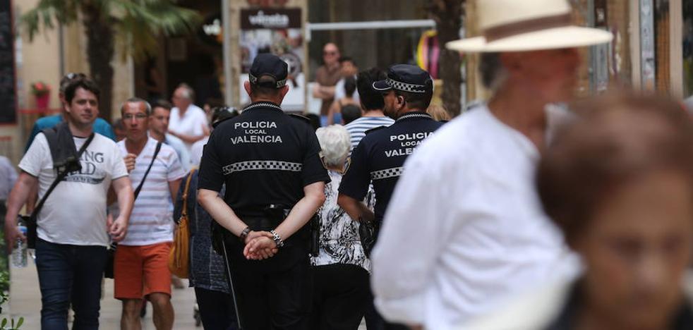 La Policía Local refuerza la seguridad del 9 d'Octubre con 83 agentes más que en 2016