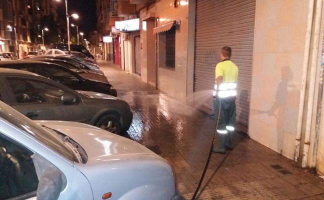 Torrent refuerza la limpieza viaria con un servicio nocturno de baldeo de calles