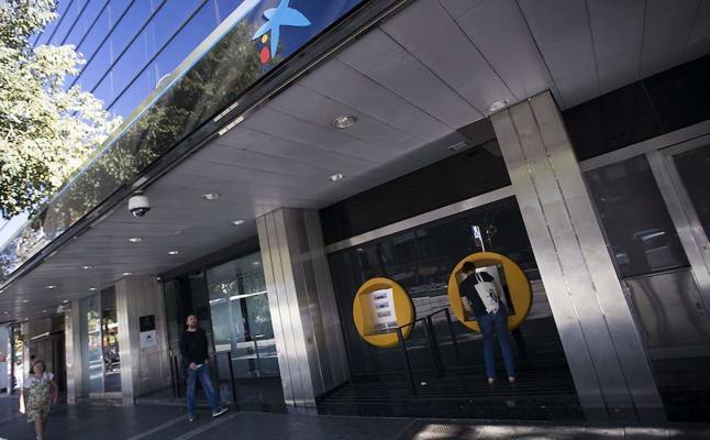 Miles de catalanes abren cuentas bancarias fuera de Cataluña