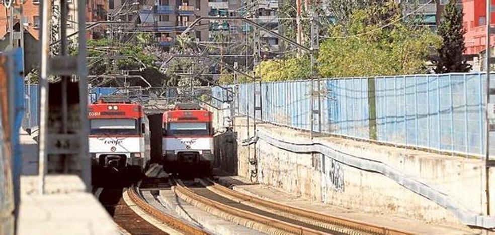 Un maquinista muere arrollado por un tren en Valencia