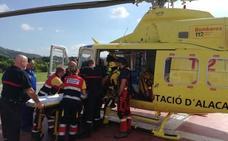 Rescatan a una mujer en el Montgó tras sufrir una caída de cuatro metros
