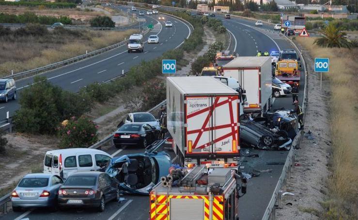 Fotos del accidente mortal en la A-7 en Murcia, donde han fallecido 5 personas