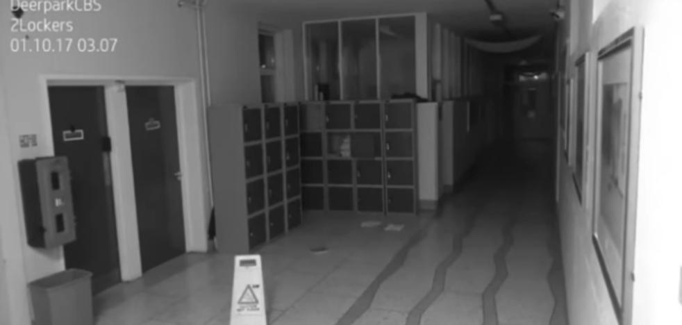 ¿Real o broma pesada? El inquitante vídeo de un 'fantasma' en una escuela de Irlanda