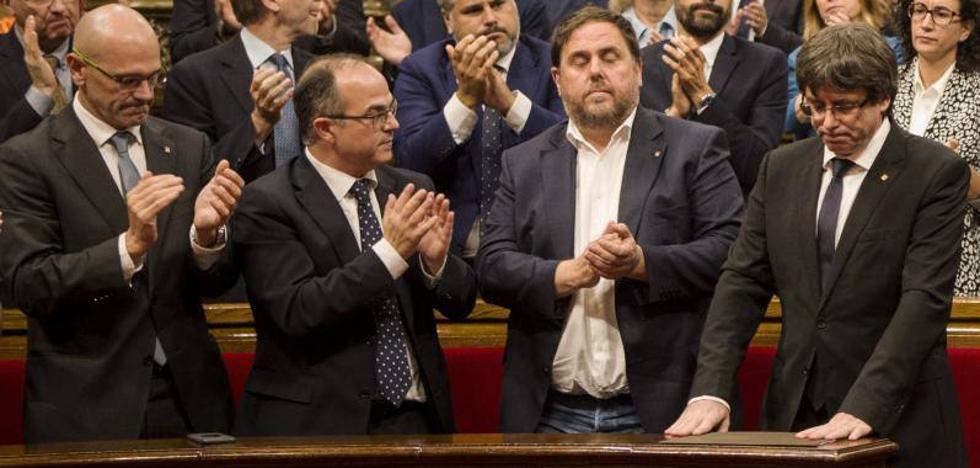 Puigdemont propone suspender la declaración de independencia y pide dialogar