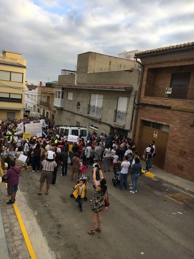 Los alumnos de La Font se echan a la calle para exigir un colegio nuevo