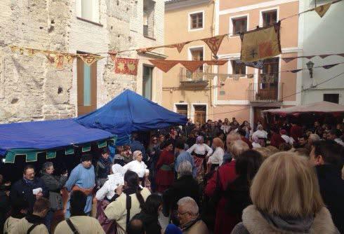 Los hosteleros cuestionan las condiciones sanitarias de los puestos de alimentos del mercado medieval de Torres de Serranos