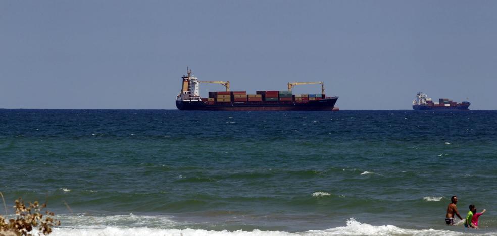 Las empresas del Puerto de Valencia se preparan para asumir buques del de Barcelona