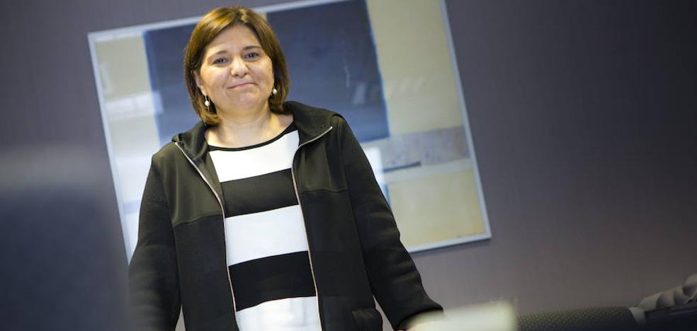 Isabel Bonig: «Puigdemont tiene que marcharse y dejar que empiece una etapa de legalidad»