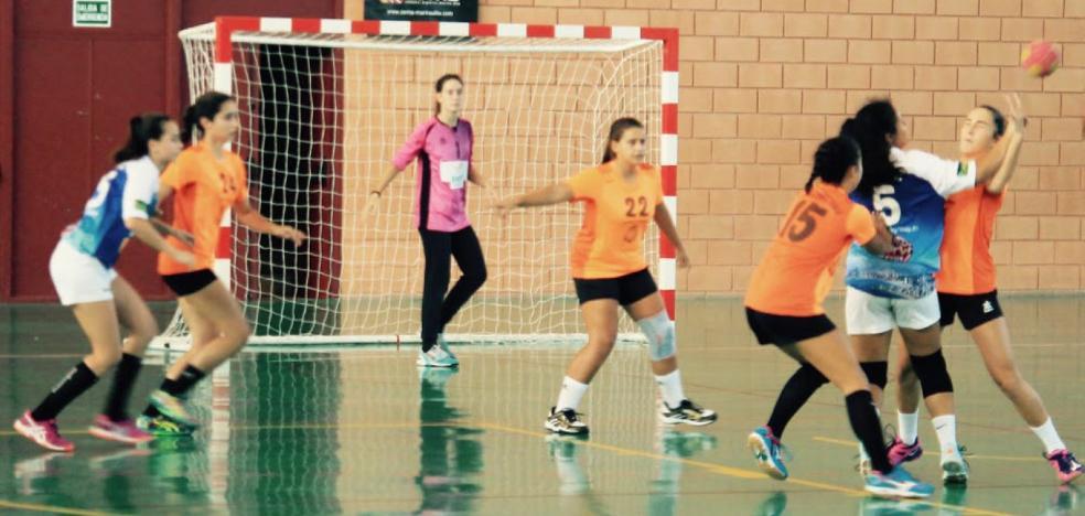 Las cadetes del Club Handbol Xàbia, líderes tras ganar en casa del CB Elche