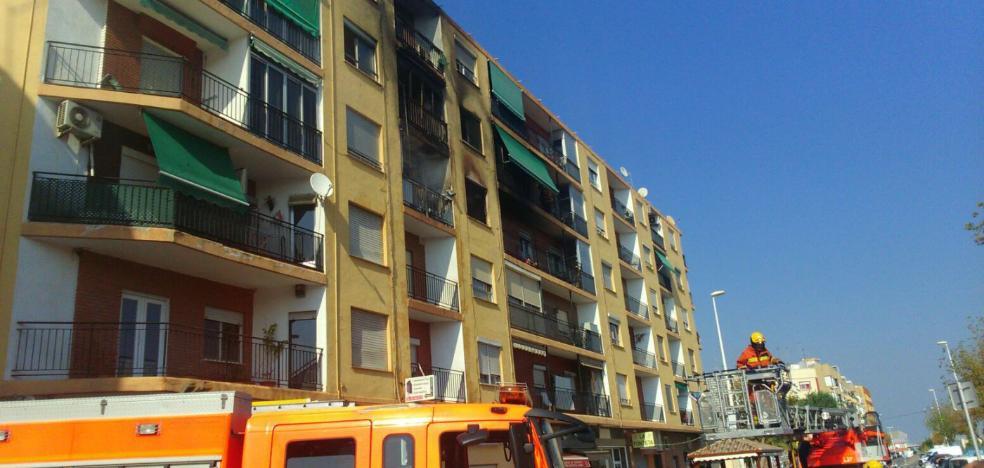 Un muerto y cuatro mujeres heridas en el incendio de una vivienda en Puçol