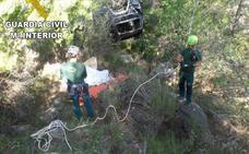 Dos muertos al despeñarse con un vehículo por un barranco en Beniarrés