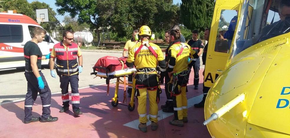 Rescatan en helicóptero a una senderista alemana herida en el Montgó